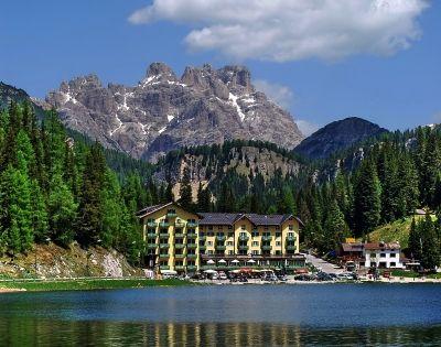 Der misurinasee in den dolomiten s dtirol for Design hotel dolomiten italien