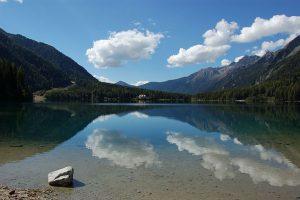 Antholzer See im Pustertal in Südtirol